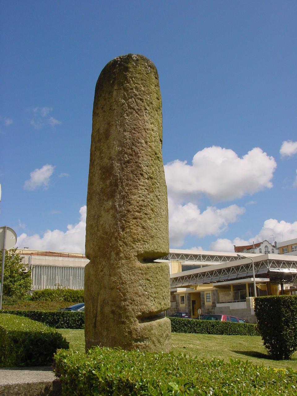 Marco Miliário da milha XII (da via romana entre Lisboa e Braga, erigido entre 1 de julho d.c. e 24 d.c.)