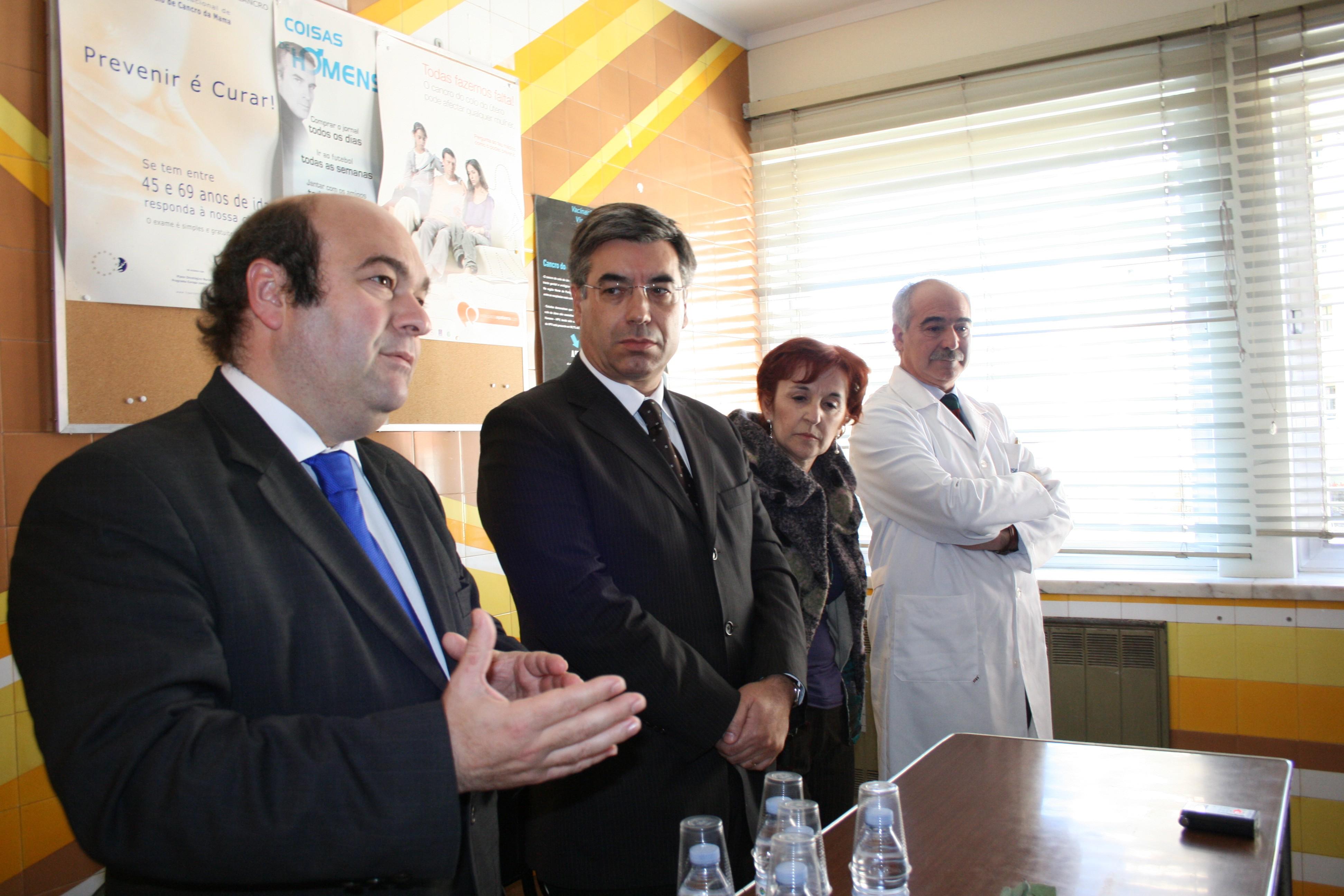 Hermínio Loureiro, presidente da autarquia, falando na inauguração da primeira Unidade de Saúde Familiar do concelho