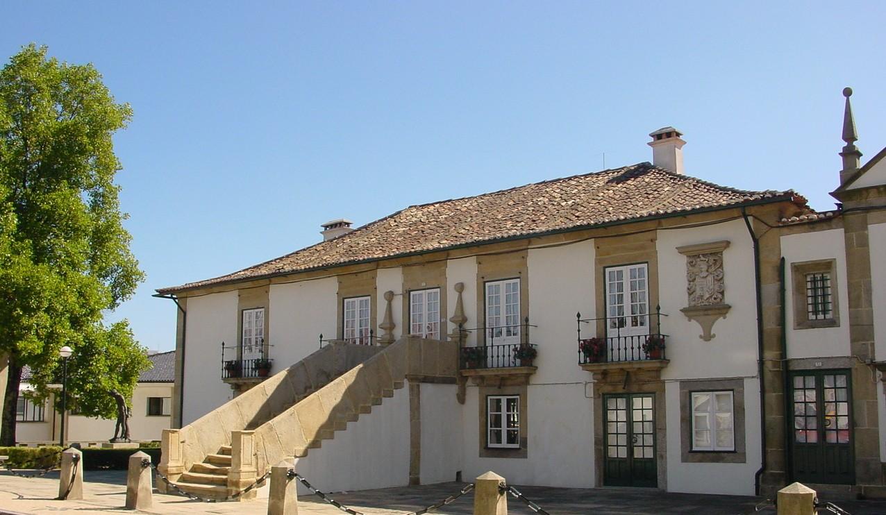 Casa dos Côrte-Real, junto ao Largo da República