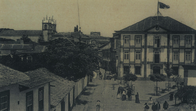 Paços do Concelho e Igreja (1913)