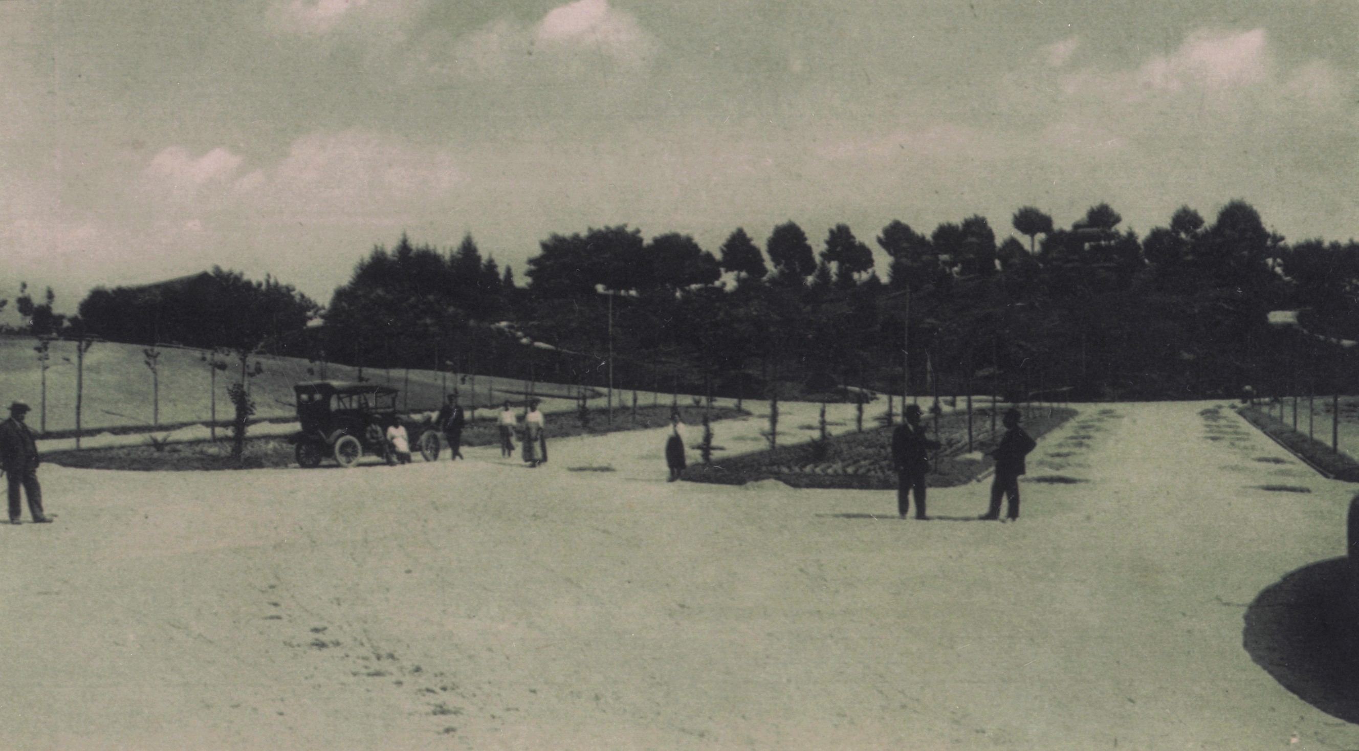 Entrada do Parque de La Salette, à esqª Domingos José da Costa (Anos 10)