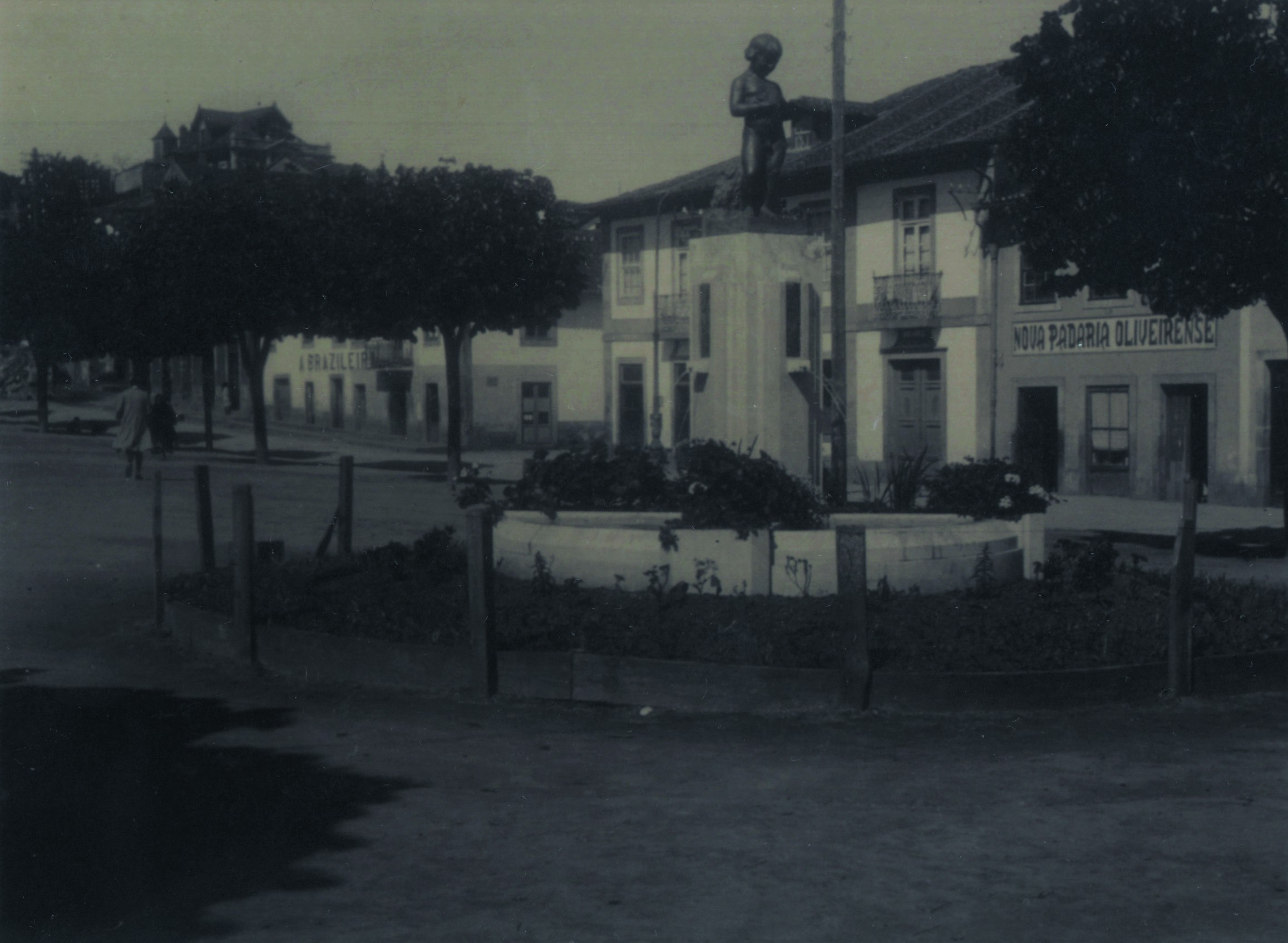 Praça, fonte decorativa (Anos 30)