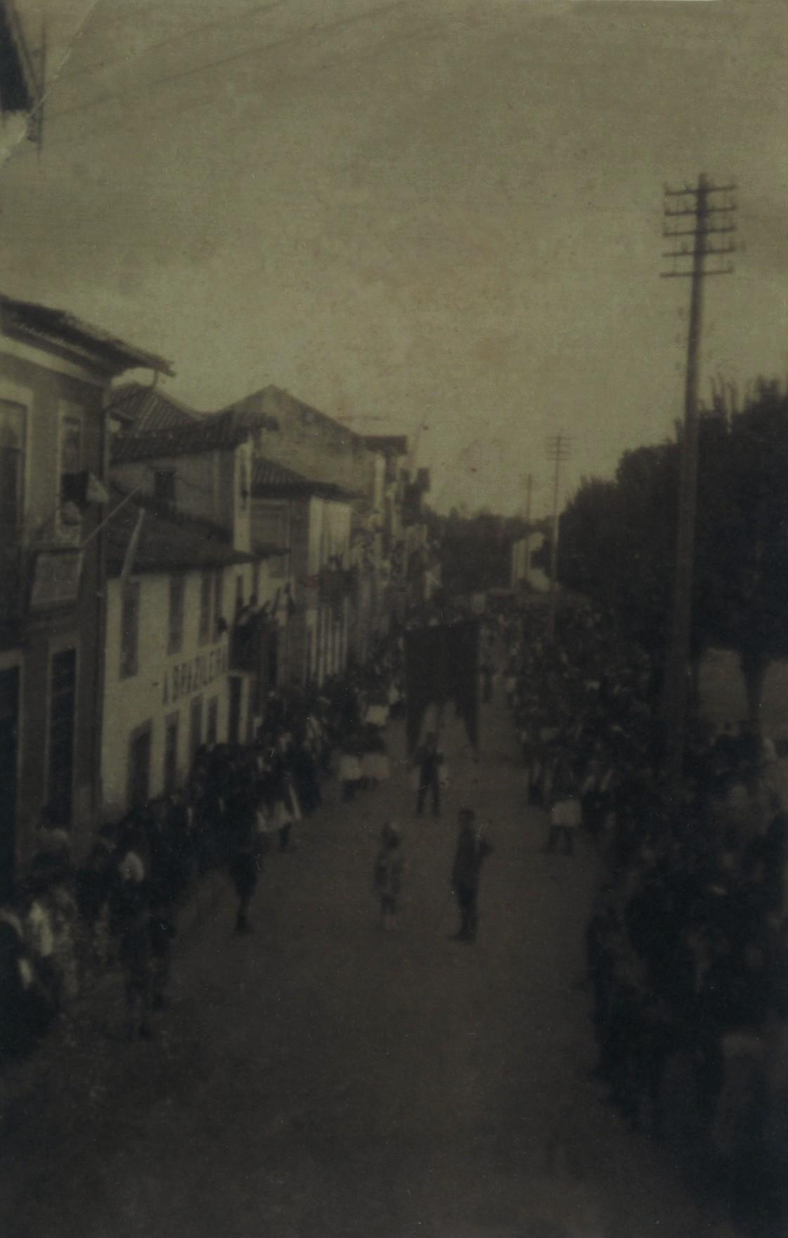 Procissão de La Salette na avenida António José de Almeida (1921)