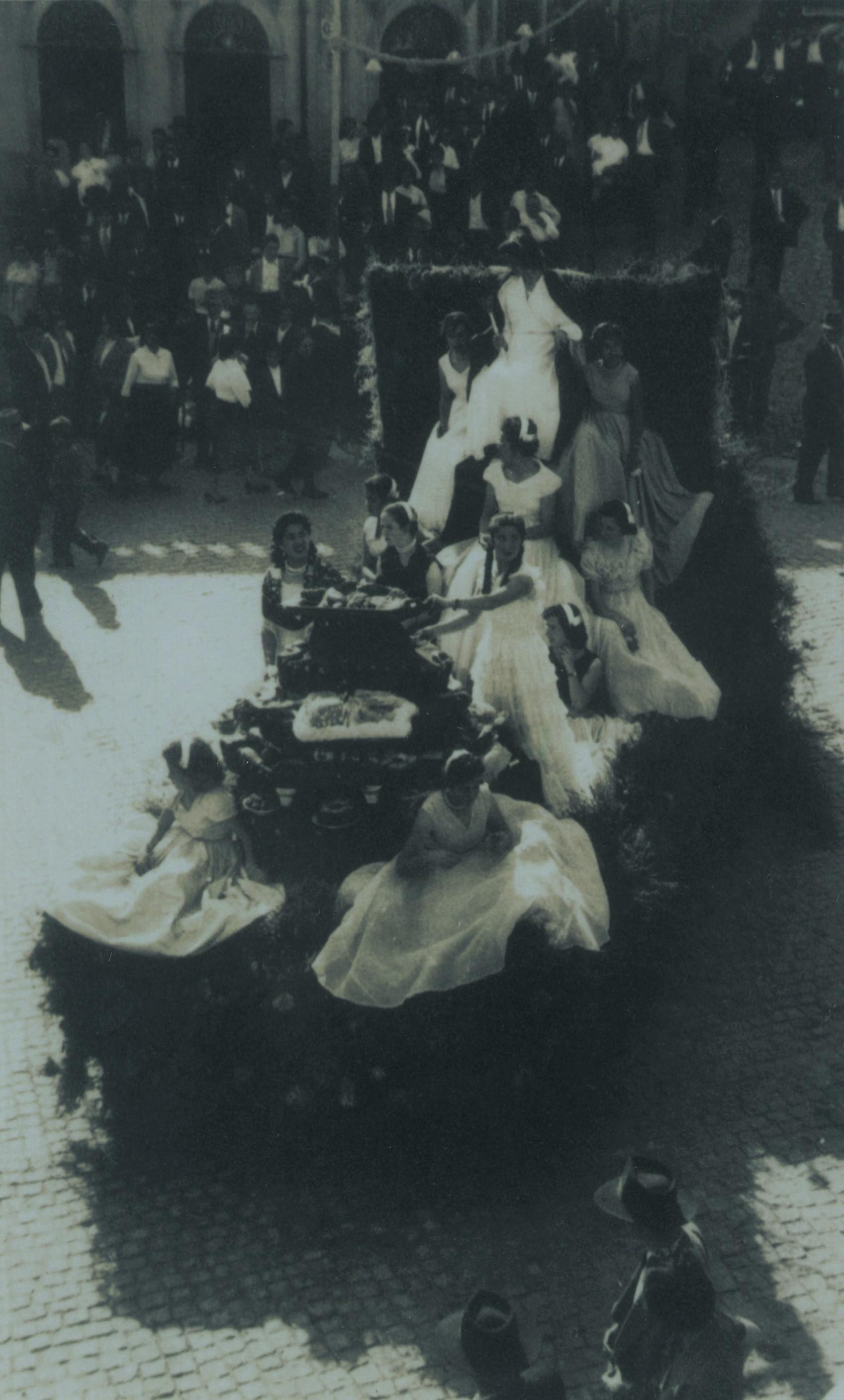 Cortejo de angariação de fundos para o primitivo Lar dos Pobrezinhos, actual Lar de S. Miguel (1958)