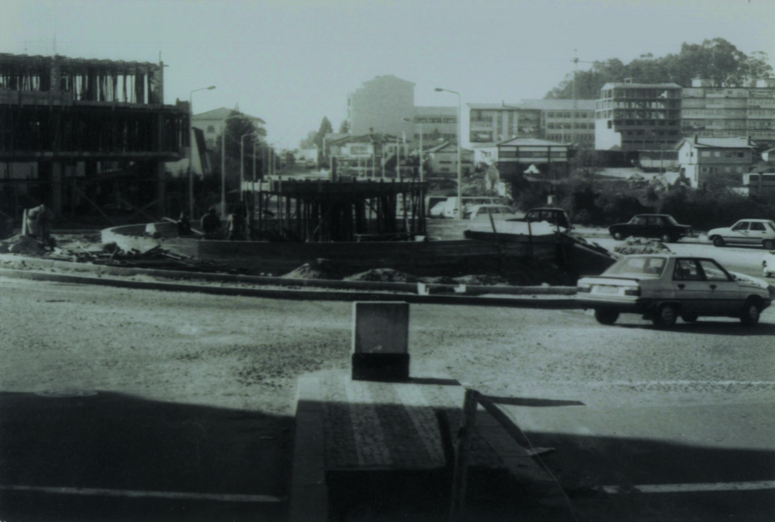 Construção da fonte luminosa no largo Luís de Camões (Anos 80)