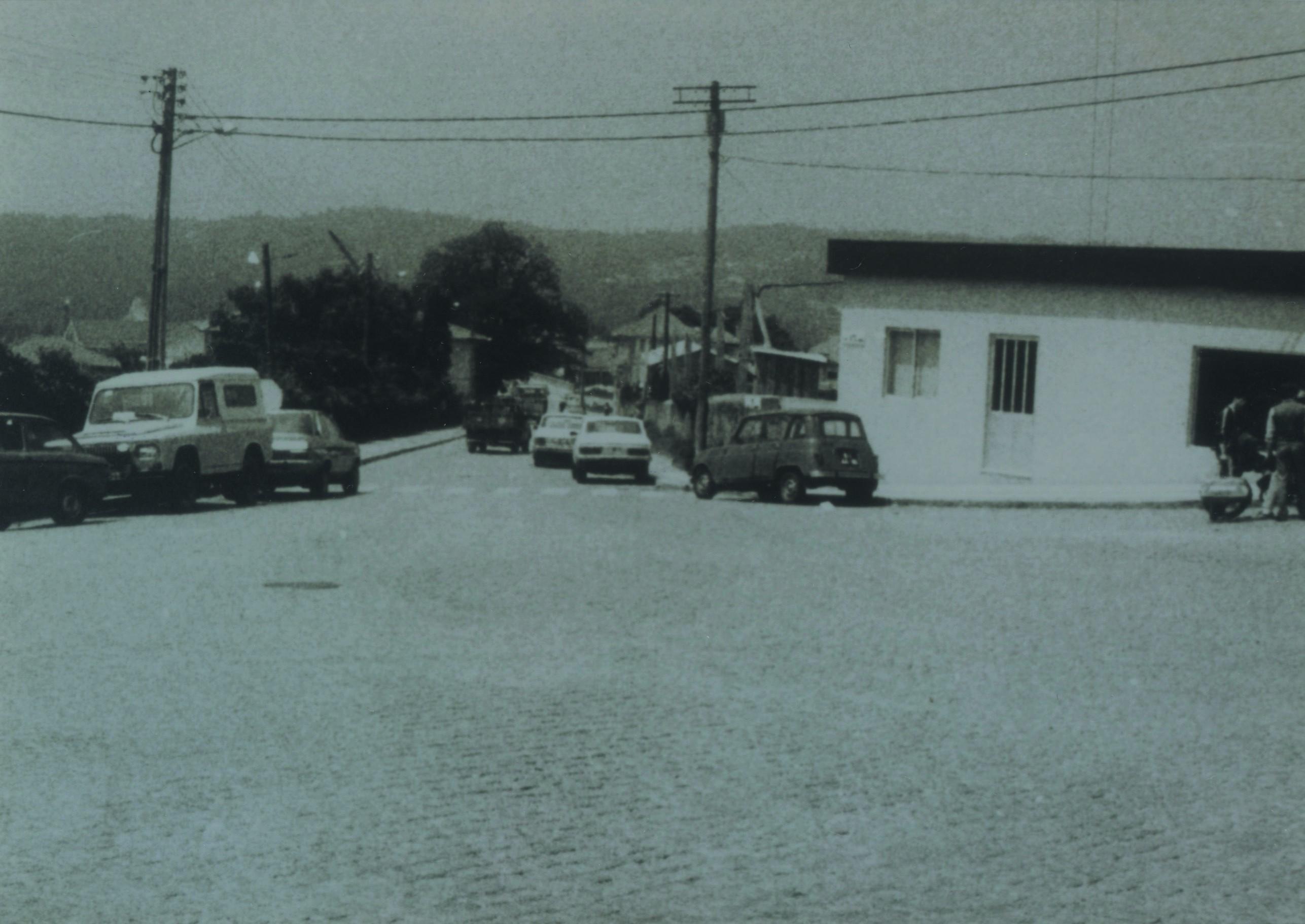 Construção do edifício Raínha n largo Luís de Camões (Anos 80)