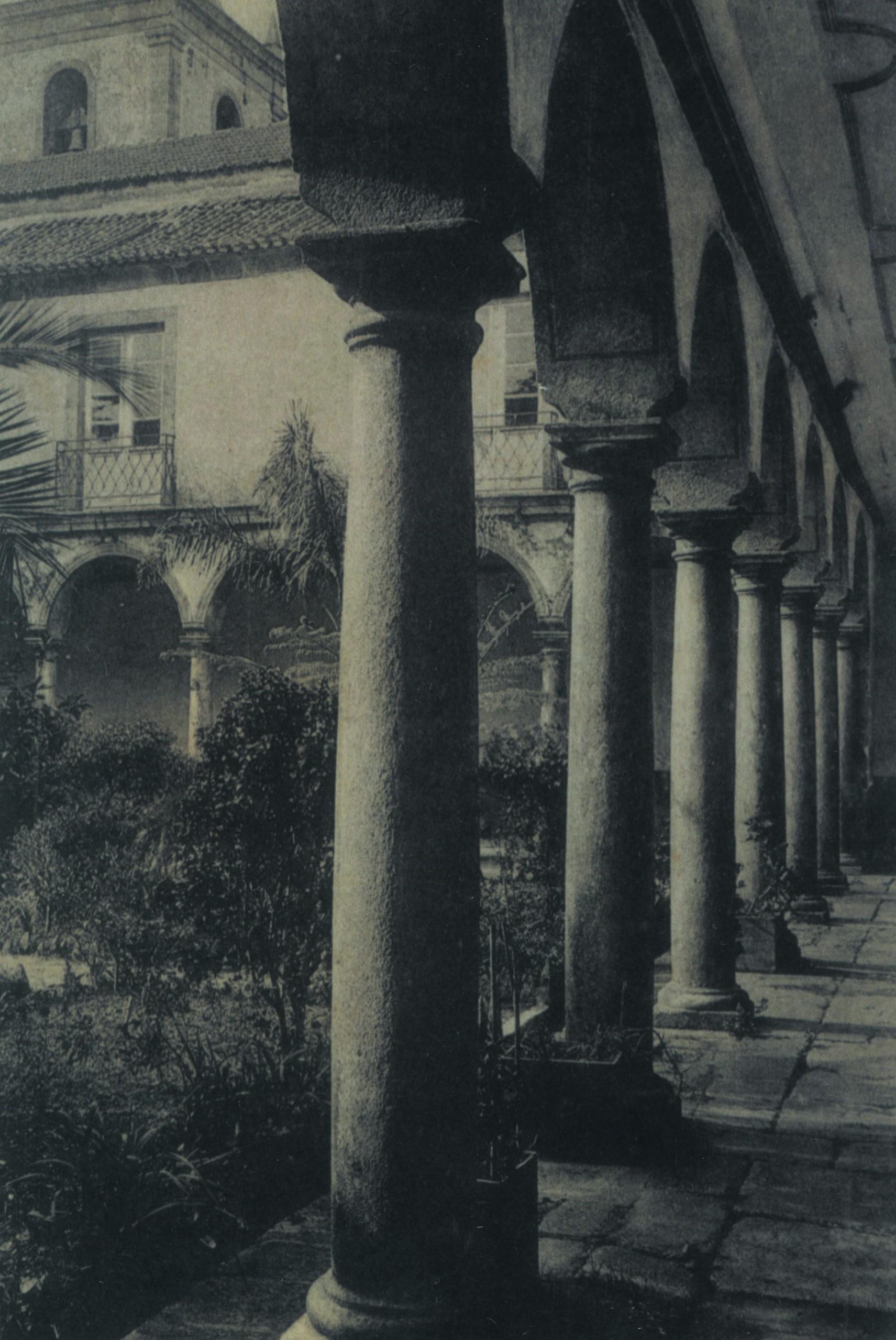 Claustro do Mosteiro, Cucujães (Anos 10)