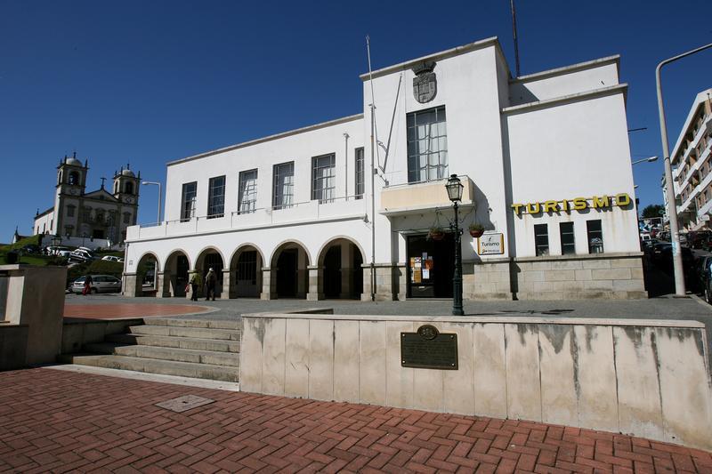 Edifício do mercado municipal e salão nobre do município de Oliveira de Azeméis