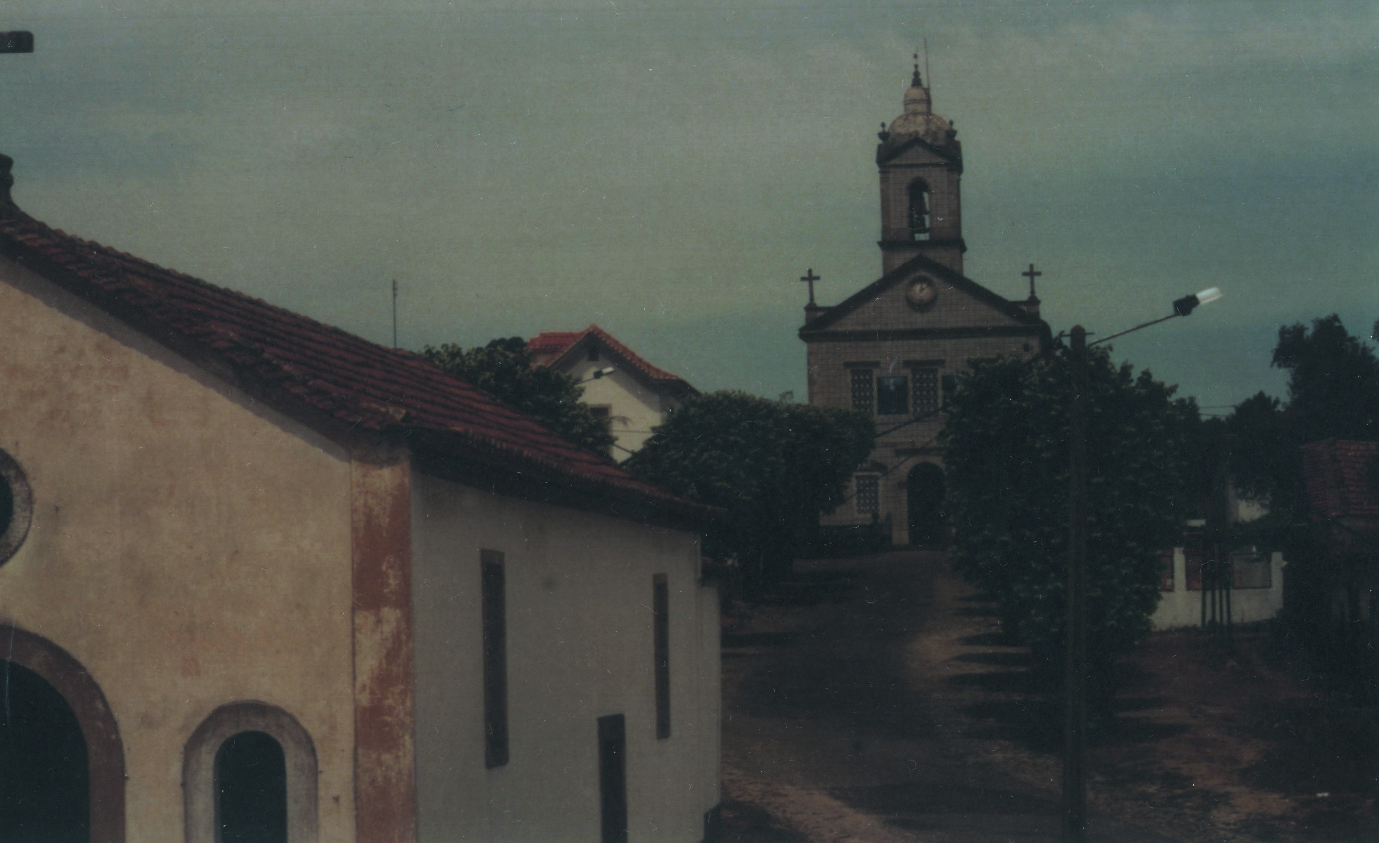 Igreja e pormenor da capela de Stº António, Ossela (Anos 90)