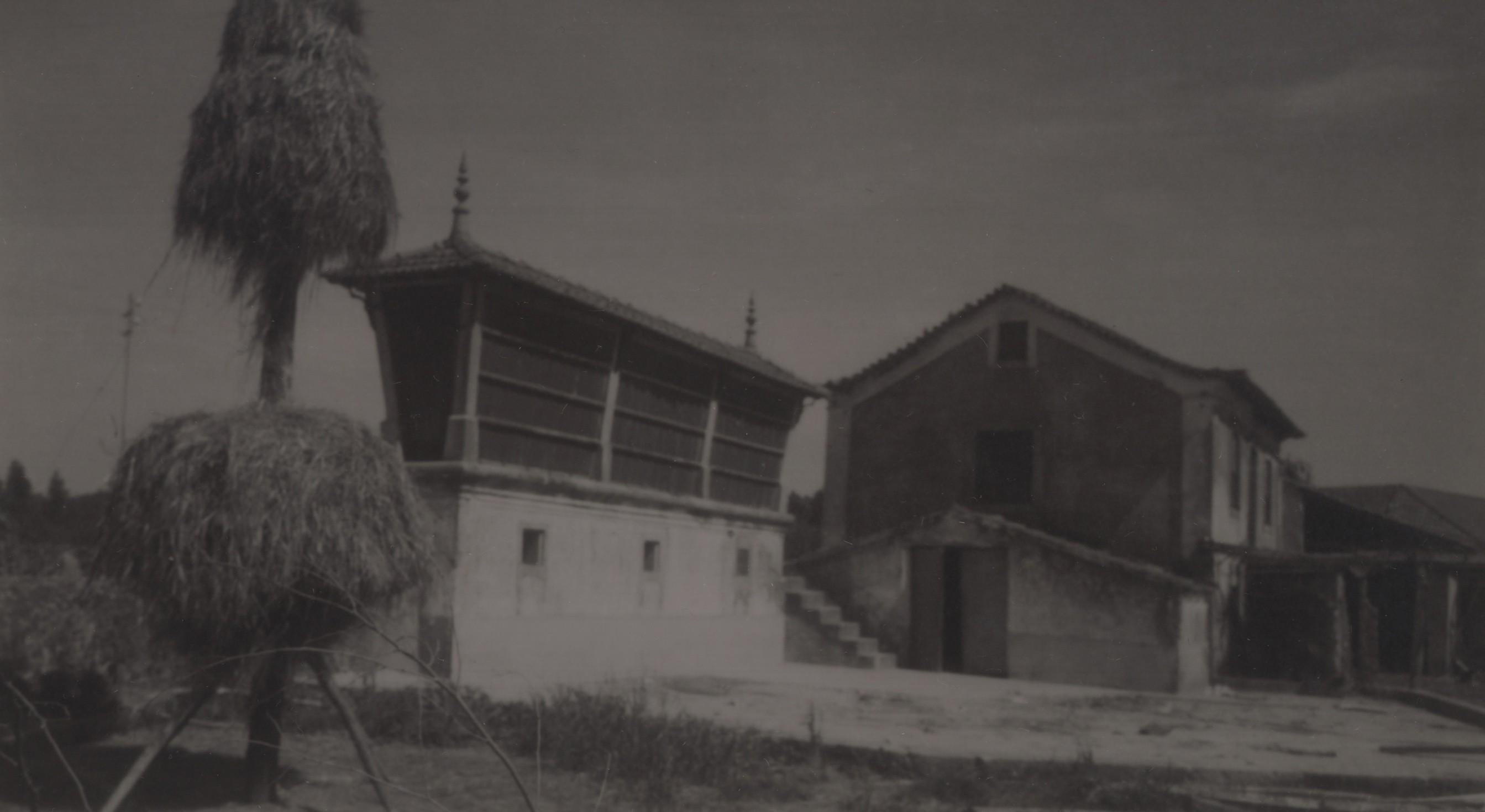 Espigueiro e casa da eira, S. Martinho da Gândara (Anos 60)