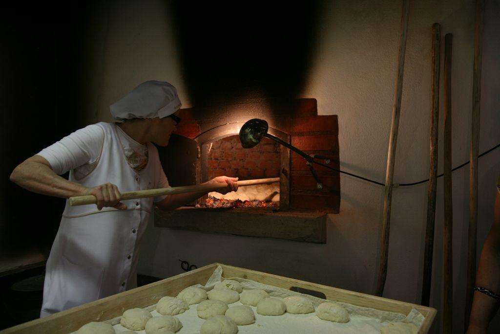 Fabrico do famoso Pão de Ul