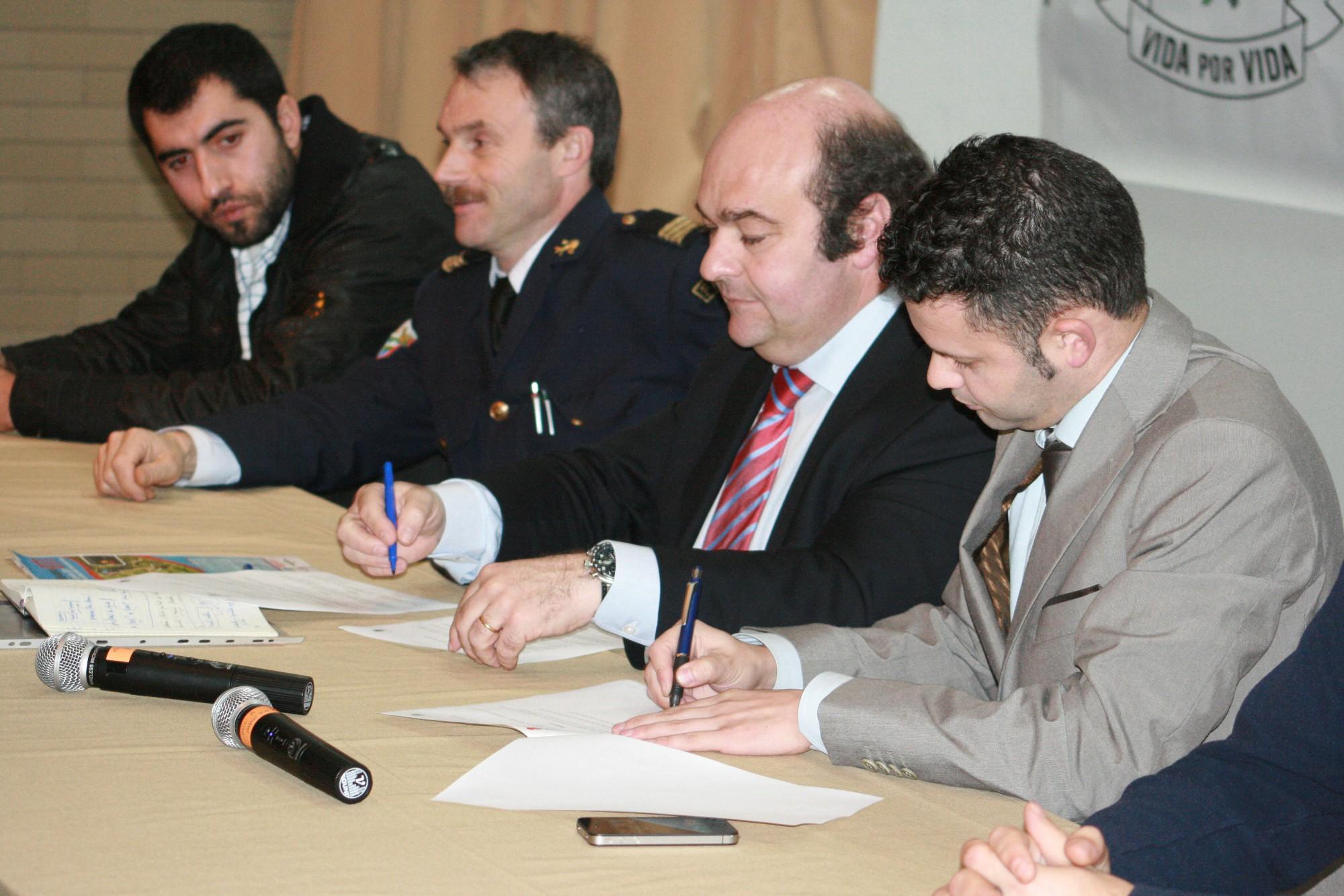 Assinatura do protocolo entre a Câmara de Oliveira de Azeméis e a Associação Humanitária dos Bombeiros de Fajões